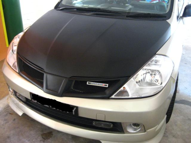 Bonnet (Nissan Latio)